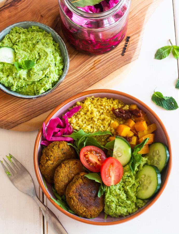 Buddha Bowl con Falafel de lentejas y zanahoria asada