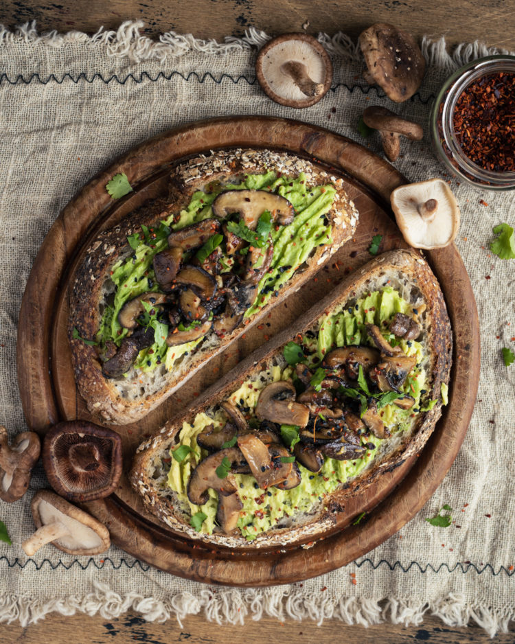tostada de agacuate y shiitake